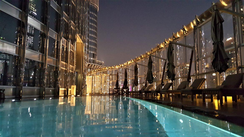 Armani Hotel Dubai Pool bei Nacht